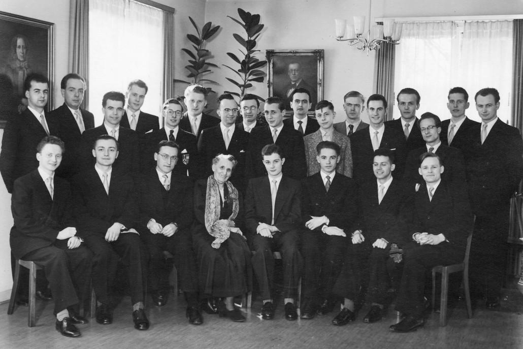 Helene Schmittmann und die Hausgemeinschaft am 2. April 1955